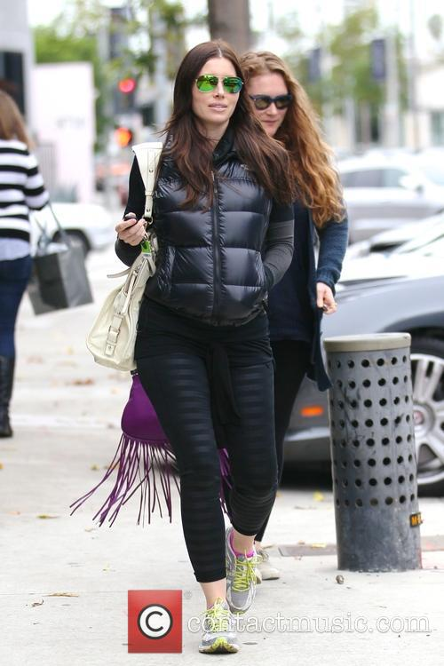 Jessica Biel has lunch with a friend