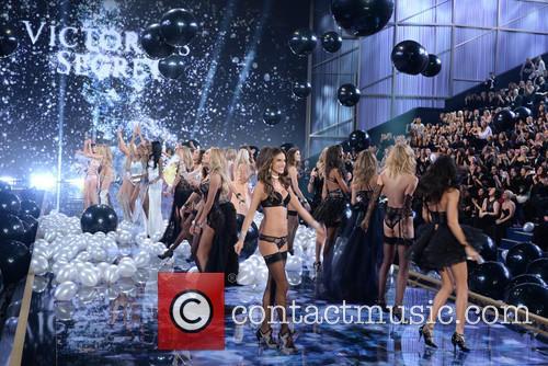 Victoria's Secret Fashion Show 3
