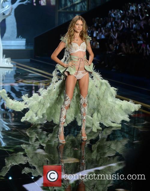 Victoria's Secret Fashion Show 6