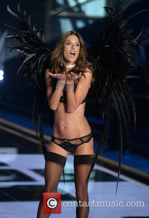 Victoria's Secret Fashion Show 8
