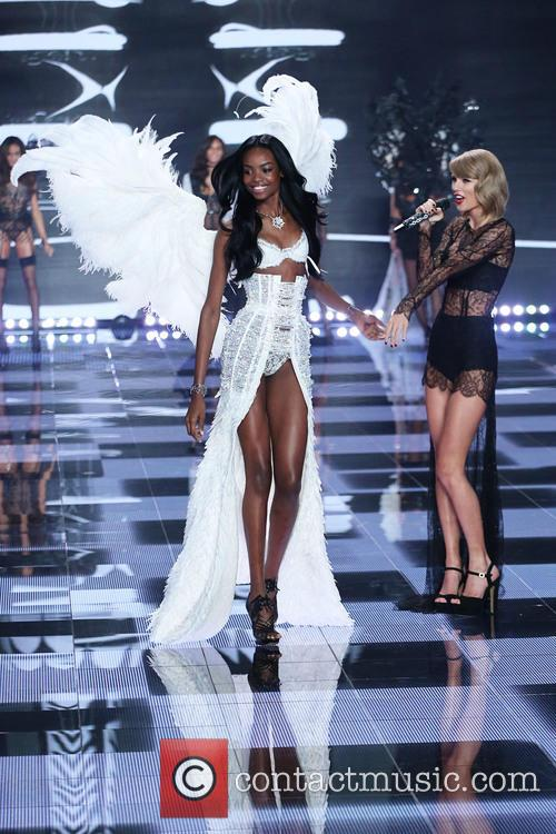 Maria Borges and Taylor Swift 4