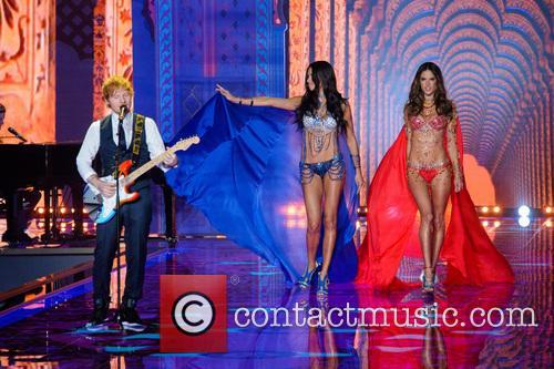 Ed Sheeran, Adriana Lima and Alessandra Ambrosio 5