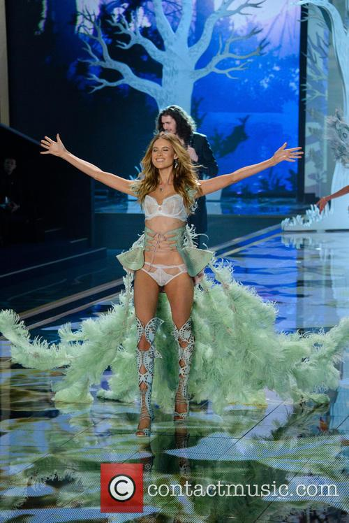 2014 Victoria's Secret Fashion Show Hozier hozier victorias secret