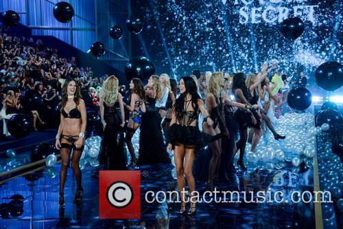Victoria's Secret Fashion Show 10