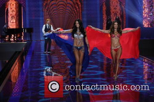 Adriana Lima, Alessandra Ambrosio and Ed Sheeran 7
