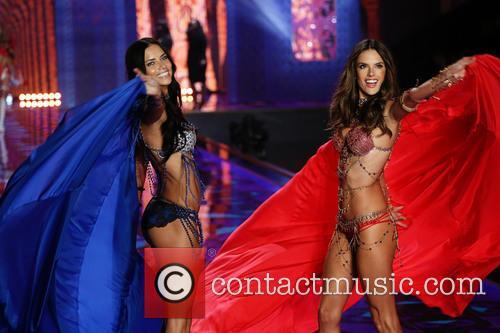 Adriana Lima and Alessandra Ambrosio 4