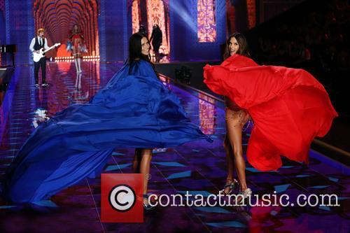 Adriana Lima and Alessandra Ambrosio 5