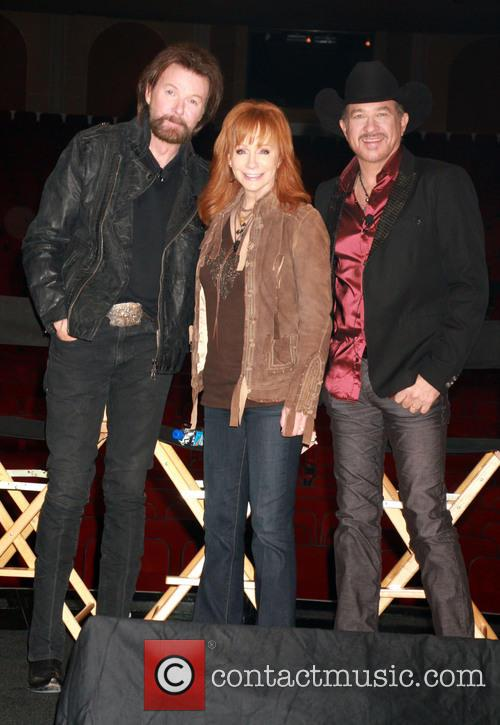 Ronnie Dunn, Reba Mcentire and Kix Brooks 4