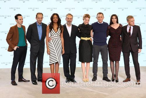 Andrew Scott, Ralph Fiennes, Naomie Harris, Sam Mendes, Daniel Craig, Lea Seydoux, Monica Bellucci and Christopher Waltz 1
