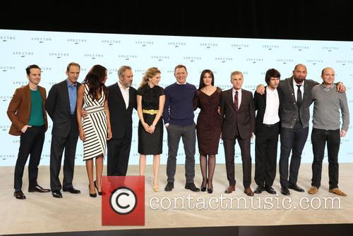 Andrew Scott, Ralph Fiennes, Naomie Harris, Director Sam Mendes, Lea Seydoux, Daniel Craig, Monica Bellucci, Christoph Waltz, Ben Whishaw and Dave Bautista 3