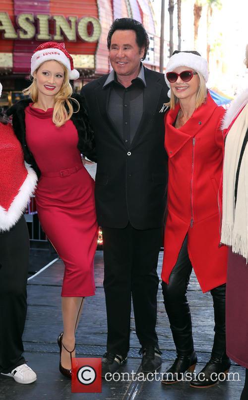 Holly Madison, Wayne Newton and Olivia Newton John 9