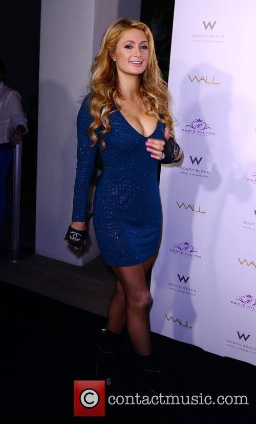 Paris Hilton DJ at the Wall Lounge