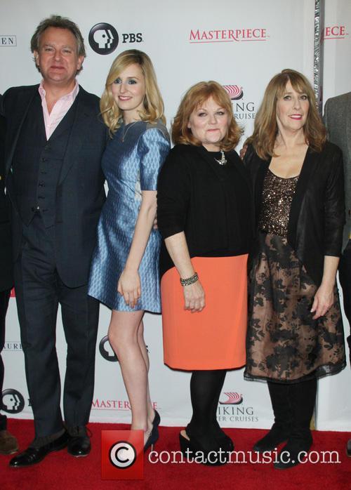 Hugh Bonneville, Laura Carmichael, Lesley Nicol and Phyllis Logan 8