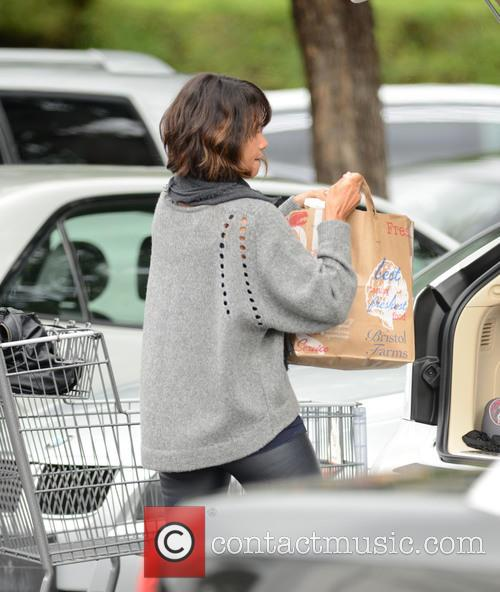 Halle Berry picks up groceries at Bristol Farms...