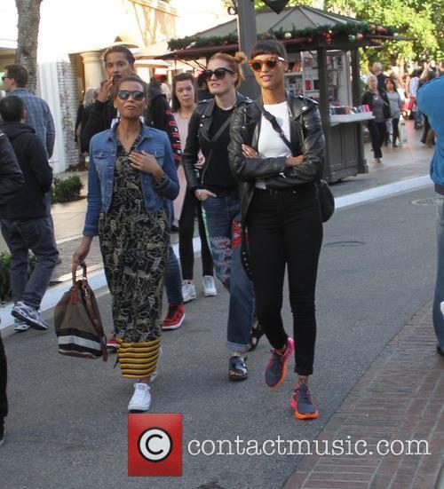 Icona Pop, Aino Jawo and Caroline Hjelt 2