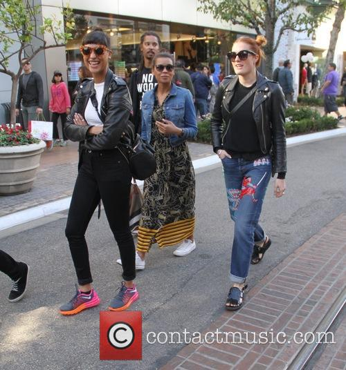 Icona Pop, Aino Jawo and Caroline Hjelt 4