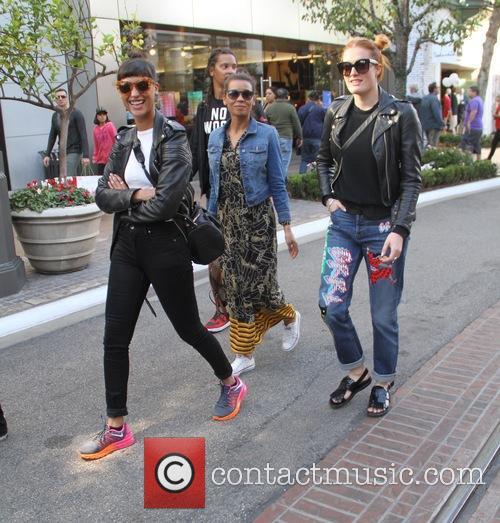 Icona Pop, Aino Jawo and Caroline Hjelt 5