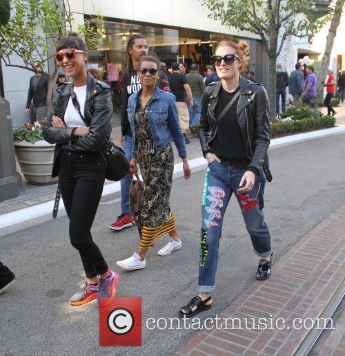 Icona Pop, Aino Jawo and Caroline Hjelt 7