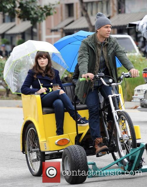 Zooey Deschanel filming a new episode of 'New...