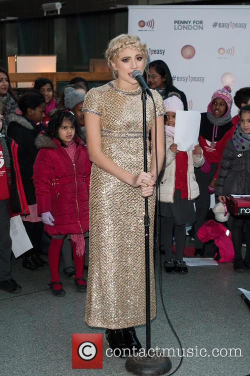 Pixie Lott sings Christmas carols at St Pancras...