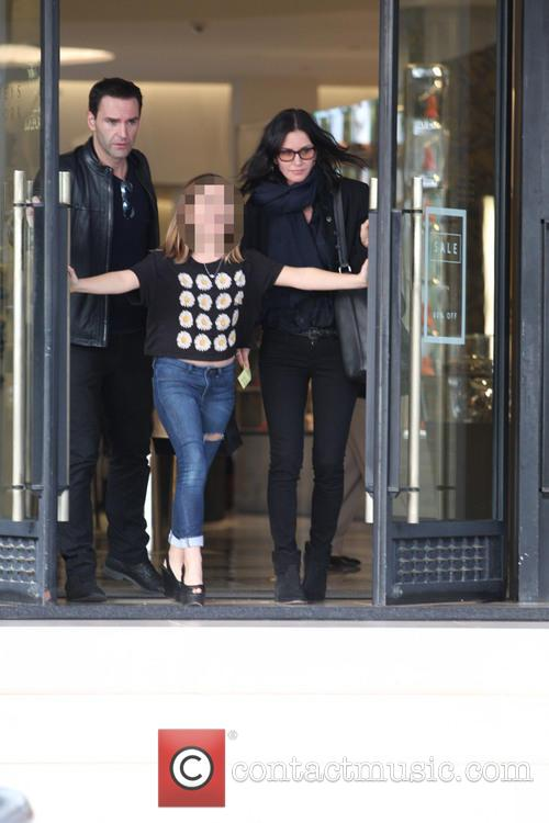 Courteney Cox, Johnny Mcdaid and Coco Arquette 4