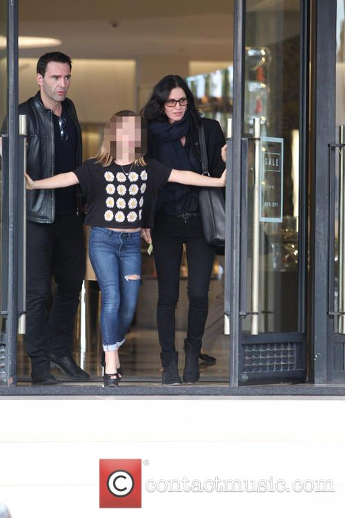 Courteney Cox, Johnny Mcdaid and Coco Arquette 5