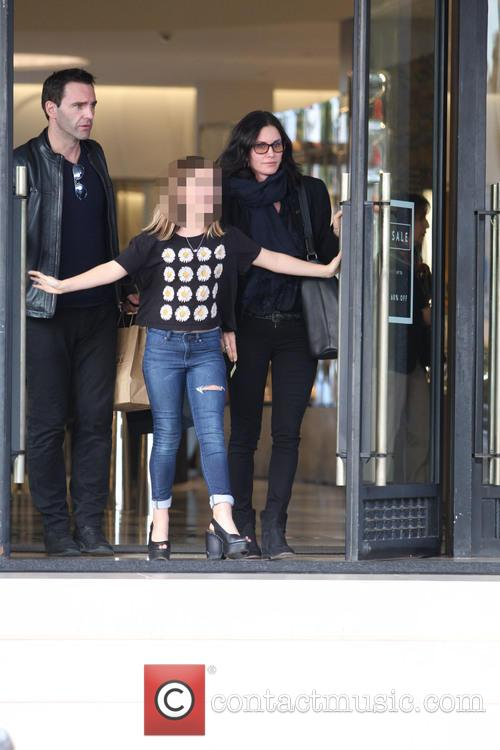 Courteney Cox, Johnny Mcdaid and Coco Arquette 7