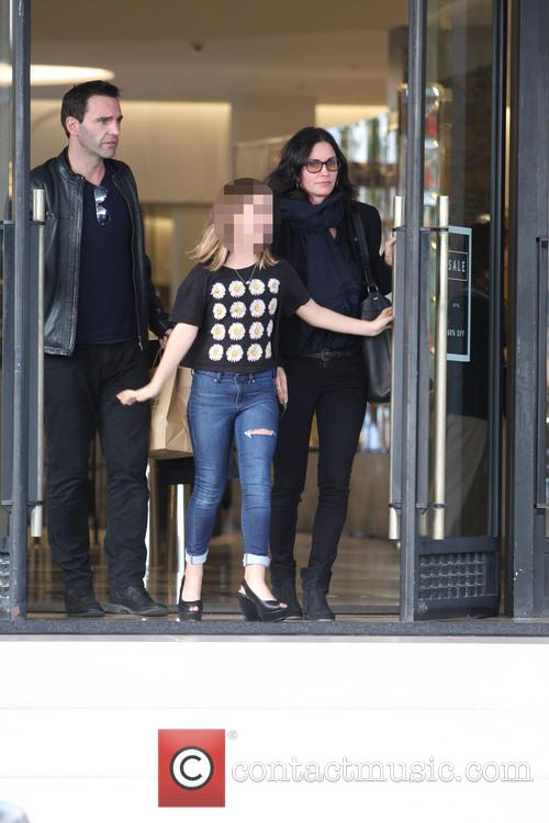 Courteney Cox, Johnny Mcdaid and Coco Arquette 8