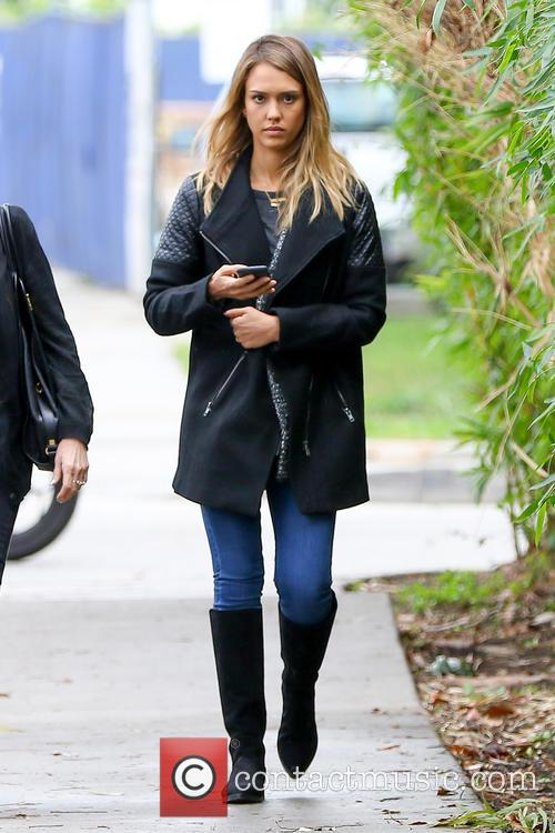 Jessica Alba takes her mother for have lunch