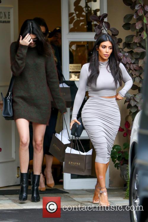 Kendall Jenner, Kim Kardashian and Khloe Kardashian 5
