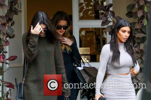 Kendall Jenner, Kim Kardashian and Khloe Kardashian 6