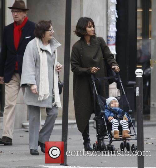 Halle Berry and Olivier Martinez take their son...