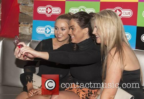 Vicky Pattison and Katie Pattison With Fans Chloe Cousins & Niamh Delaney 5