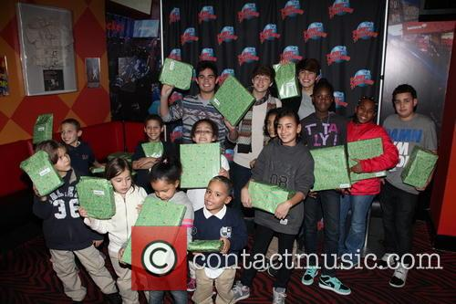 Emery Kelly, Ricky Garcia, Liam Attridge and Nyc Children From Homeless Shelters 11