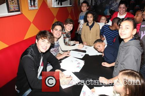 Ricky Garcia, Emery Kelly, Liam Attridge and Signing Autographs For Nyc Children From Homeless Shelters 8