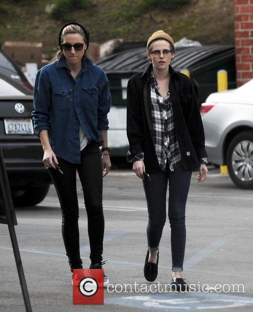 Kristen Stewart and Alicia Cargile 10