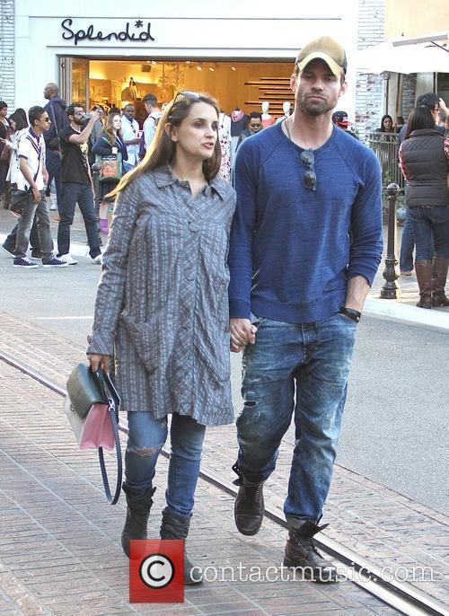 Rachael Leigh Cook and Daniel Gillies 9