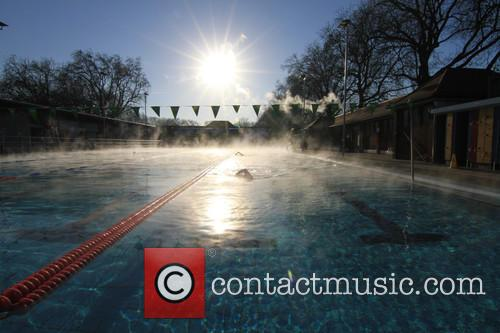 View and Swimmers In  Steamy Lido Of London Fields. 5