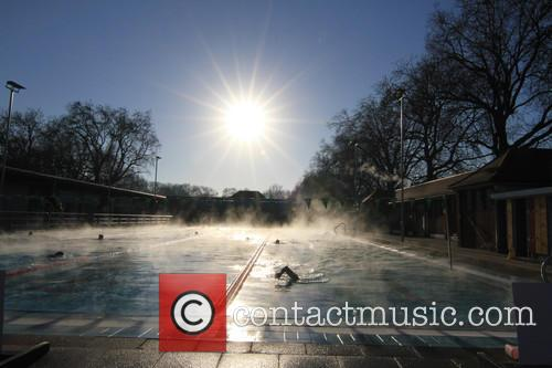 View and Swimmers In  Steamy Lido Of London Fields. 6