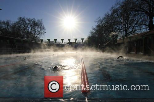 View and Swimmers In Steamy Lido Of London Fields. 8
