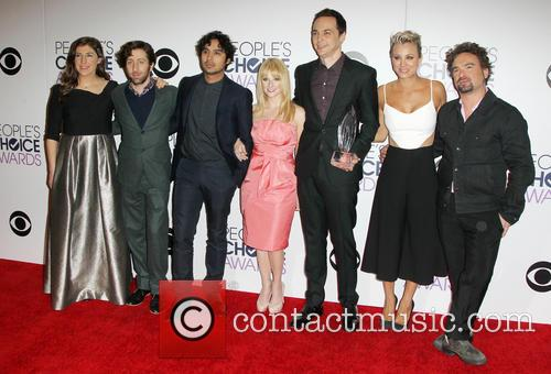 kaley cuoco and kunal nayyar dating Series the big bang theory leonard, penny and raj (johnny galecki, kaley cuoco and kunal nayyar) (mayim bialik) is secretive about whom she is dating now in.