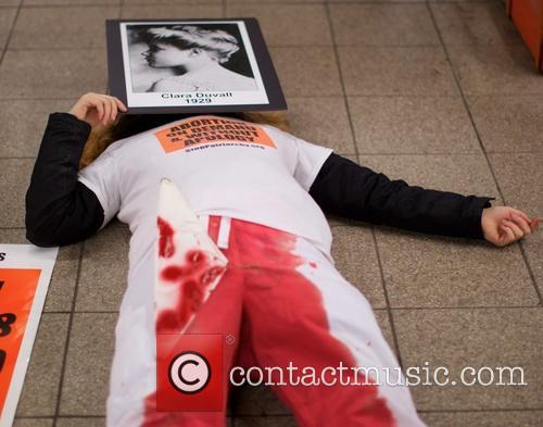 Anti-abortion protesters on New York's subway