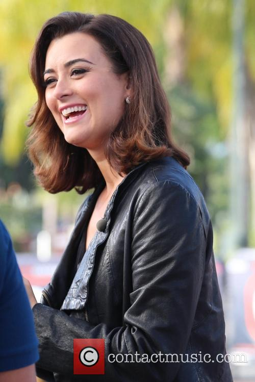 Cote de Pablo appears on Extra