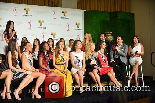 Jessica Carillo, Guadalupe Venegas, Raul Gonzalez, Rashel Diaz and Contestant 2