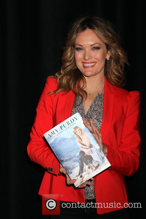 Amy Purdy signing copies of her book