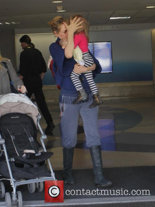 Uma Thurman arrives at LAX with her daughter