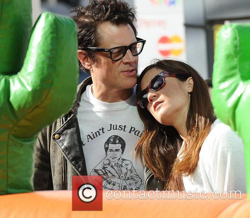Johnny Knoxville and Naomi Nelson 1