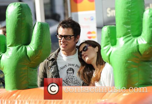 Johnny Knoxville and Naomi Nelson 3