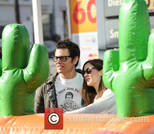 Johnny Knoxville and Naomi Nelson 4