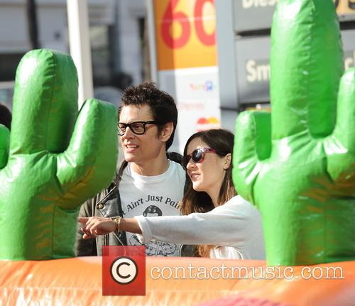 Johnny Knoxville and Naomi Nelson 5